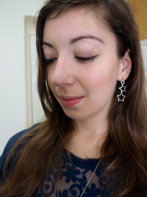 True Blue | outfit jewellery details of dangly triple silver star earrings