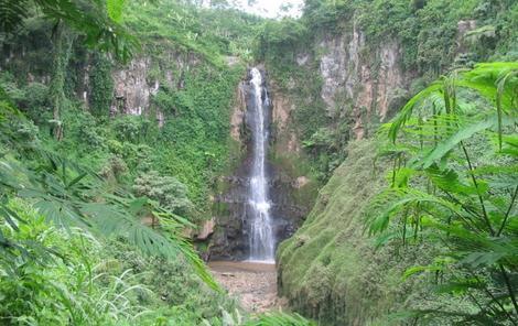Tempat wisata air terjun manggisan di lumajang