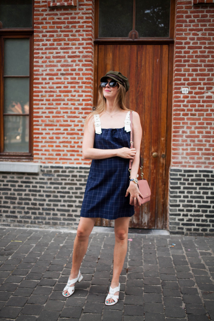 Outfit: 60s vibes in jumper dress and fiddler cap
