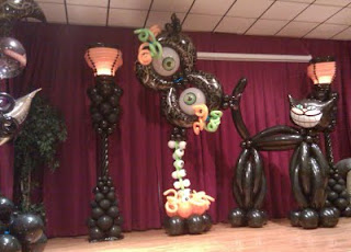 Halloween themes decoration ideas for scary balloon sculure