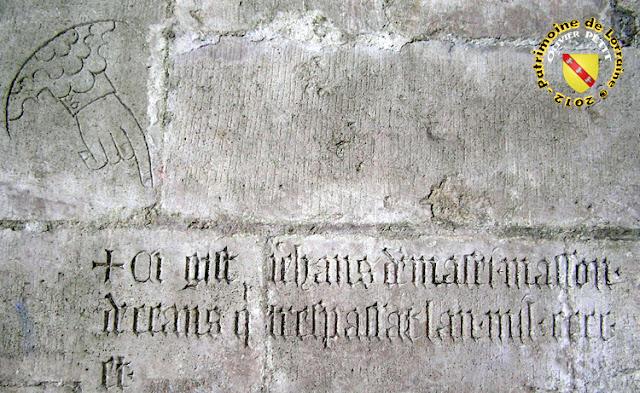 Toul - Cathédrale Saint-Etienne : Inscription funéraire du cloître