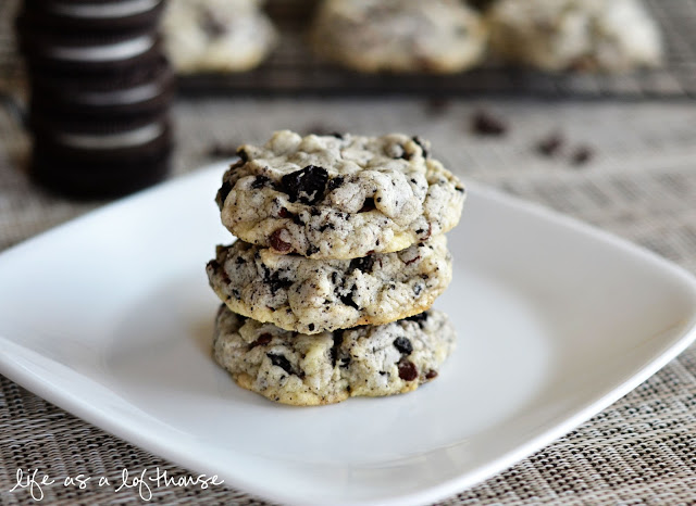 Oreo Cheesecake Cookies are loaded with crushed Oreo's, mini chocolate chips and cream cheese. Life-in-the-Lofthouse.com
