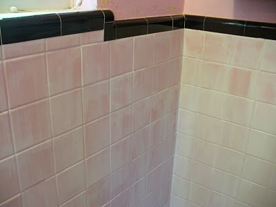My notting hill painting ceramic tiles bathroom makeover for Painting bathroom tile before and after