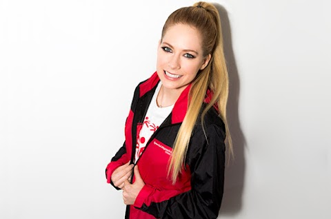 Avril Lavigne inicia subasta de navidad: gana guitarras, micrófonos y setlist autografiados!