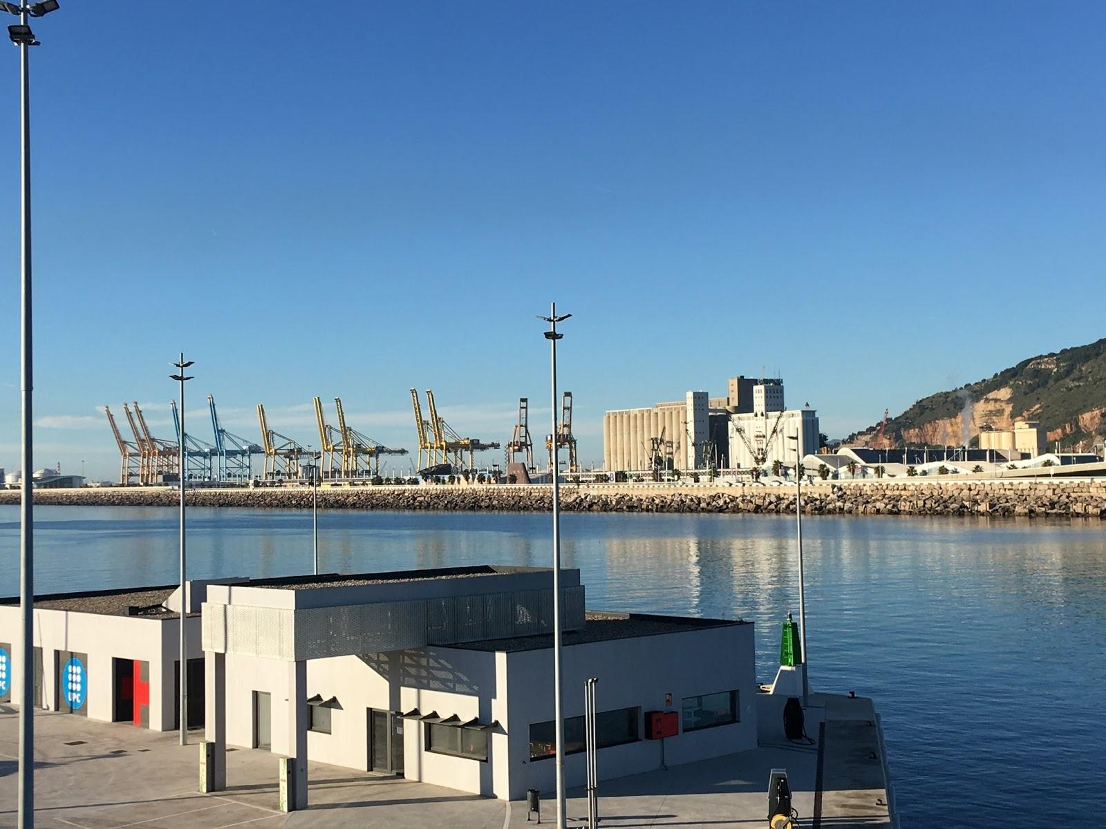 Grúas del puerto de Barcelona, diciembre 2019