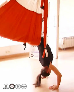 AEROYOGA, aerialyoga, yoga aereo, tutorial, ejercicios, beneficios, air yoga, fly, flying, pilates, yoga columpio, hamaca, trapeze, teacher training, cursos, clases, seminario, webinar