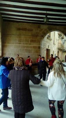 Francesc tocán una sardana a Calaseit