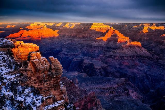 Visitar os diversos mirantes durante a noite no Grand Canyon