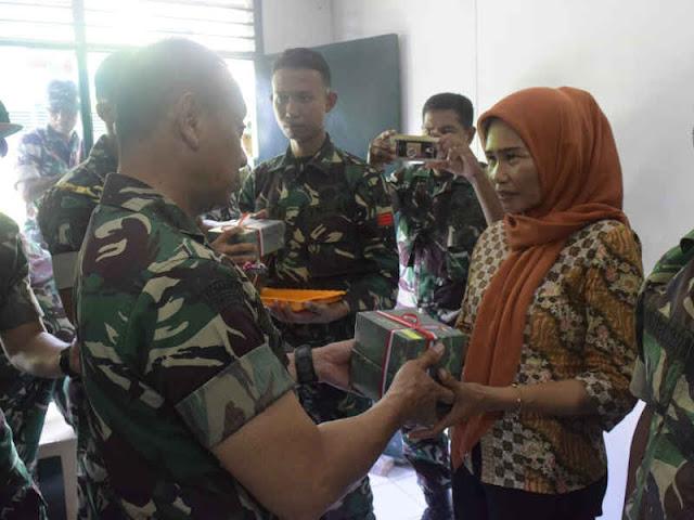 Mulyono Jenguk Prajurit TNI di Palu