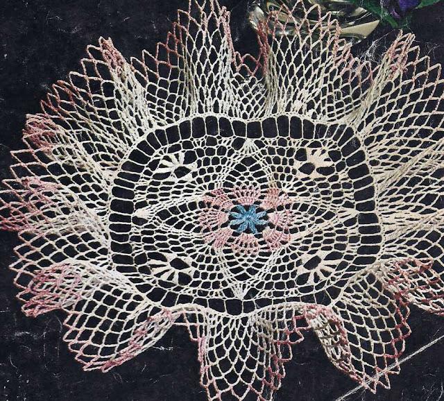 Patrón 990 Centro de Mesa con Volante a Crochet
