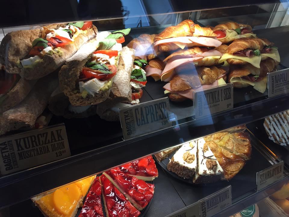 波蘭星巴克提供的誘人餐點