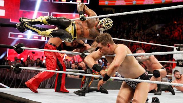 Rey Mysterio valamit aláírhatott a WWE-vel