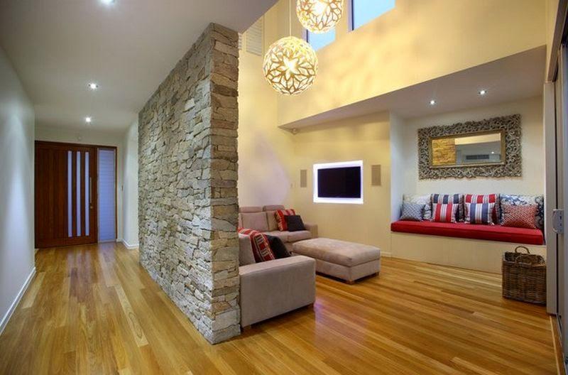 Arredamento soggiorno con pareti in pietra for Decorazioni pareti soggiorno