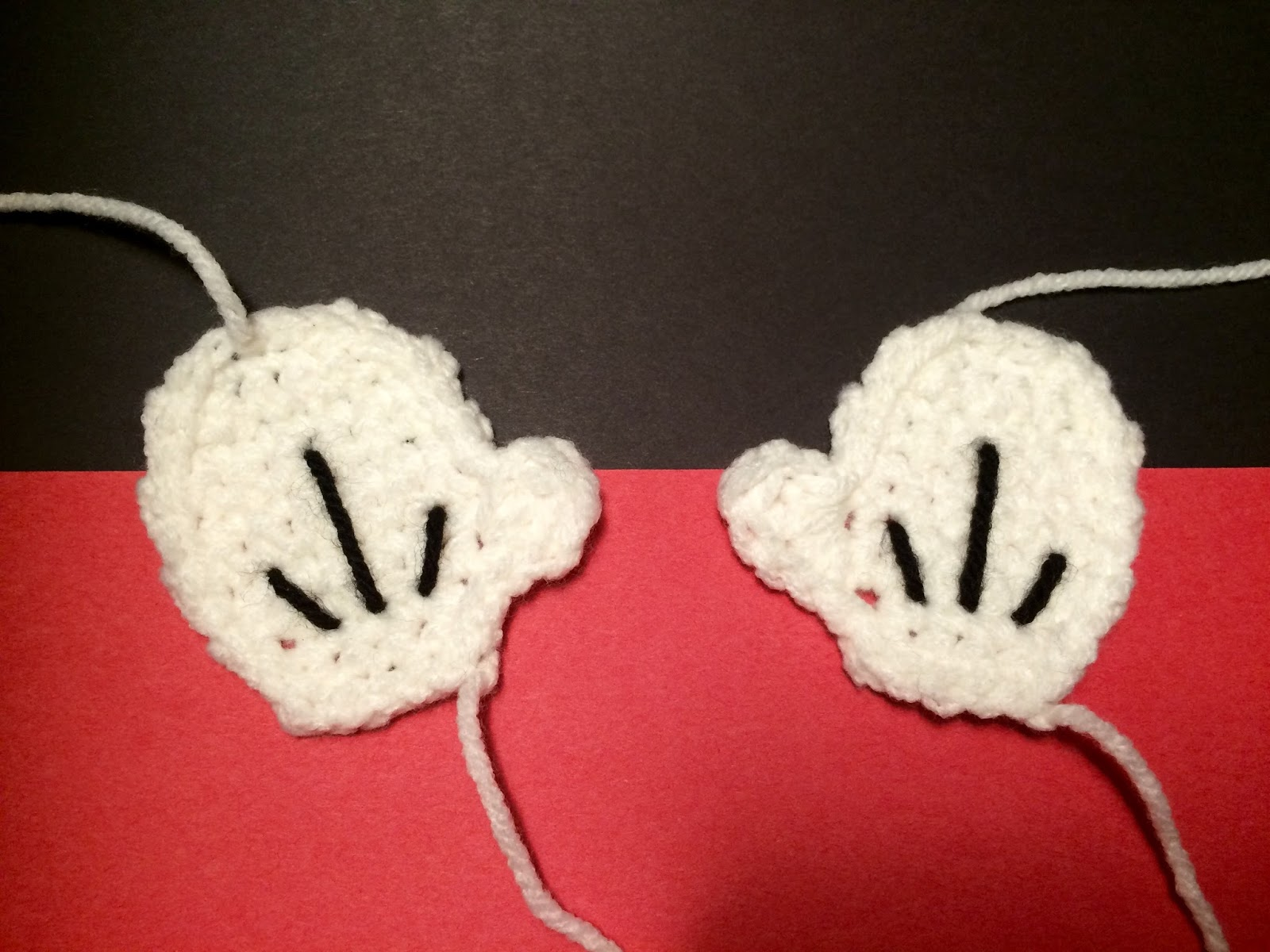 Free Mickey Mouse Glove Applique Crochet Pattern