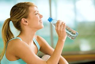 Você sabia? Beber água demais pode levar a morte