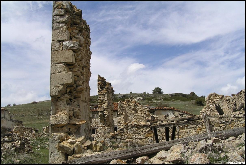 Villanueva De Las Tres Fuentes. Ruinas (9)