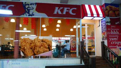 Salah satu outlet Kentucky Fried Chicken (KFC)