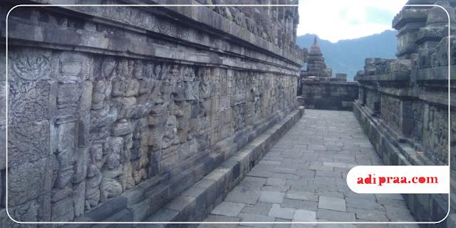 Pahatan Relief di Dinding Candi Borobudur | adipraa.com