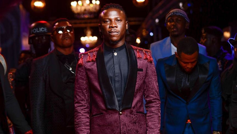 Stonebwoy didn't send a gun to VGMA 2019 but he actually took it from one of his bodyguards_(Video)