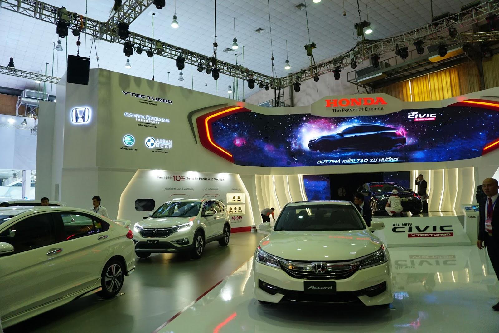 Gian hàng của Honda nổi bật với Honda Civic mới