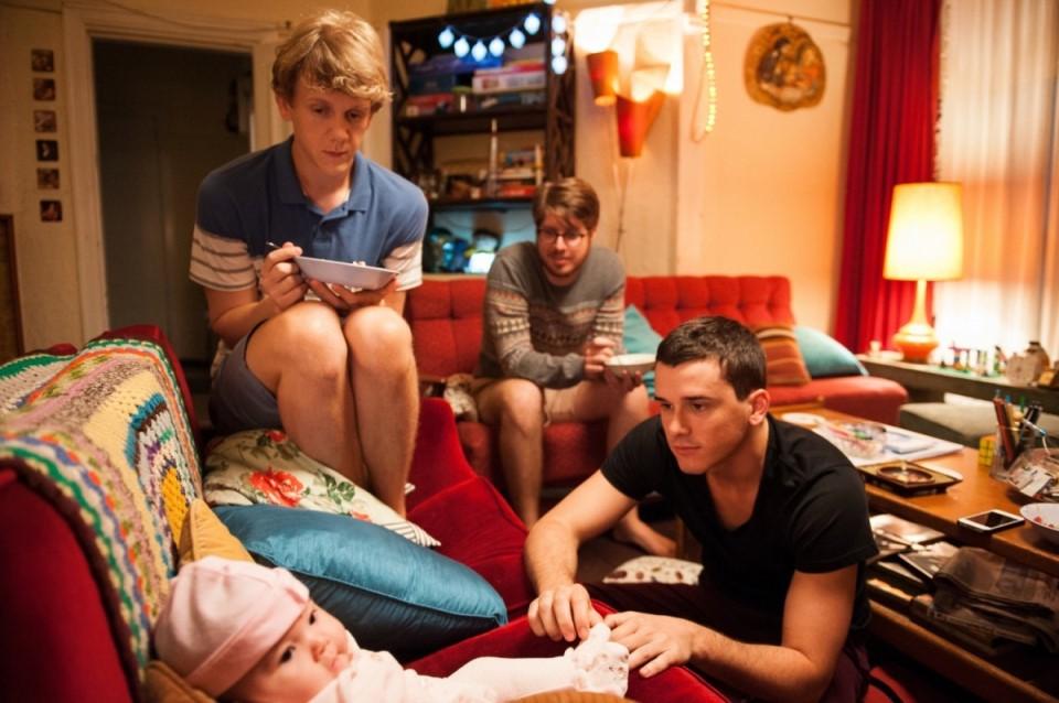 Josh y sus amigos en la serie 'Please Like Me'