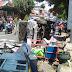 Diduga Ngantuk,Minibus Tabrak Gerobak Penjual Makanan