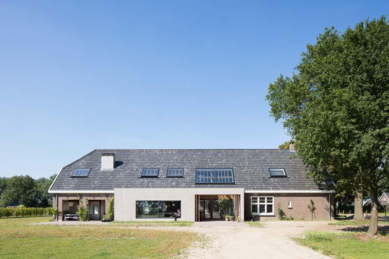 Le porte a bilico FritsJurgen scelte per il progetto di ristrutturazione di una Fattoria in Olanda