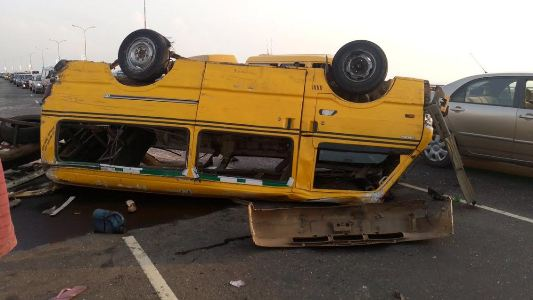 Photos from an accident scene on 3rd mainland bridge