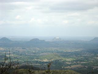 Cerro Galano, al fondo Cerro de Yabazón