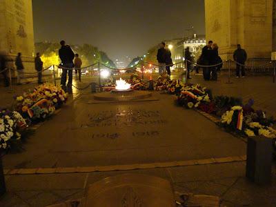Chama Eterna em homenagem ao Soldado Desconhecido - Paris - França