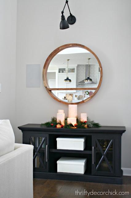Simple Christmas tablescape decor