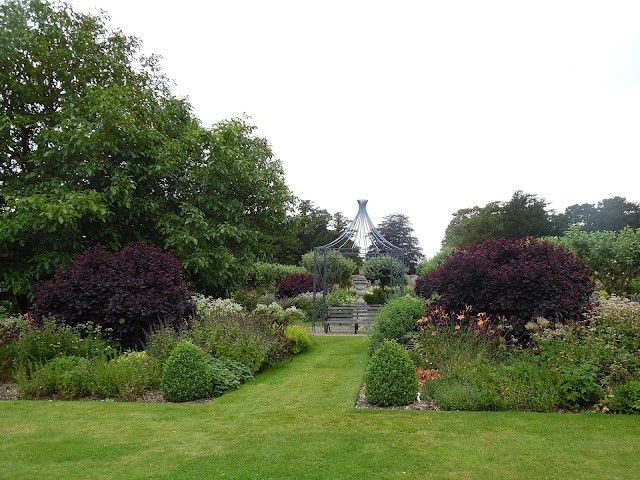 ogród rabaty mieszane