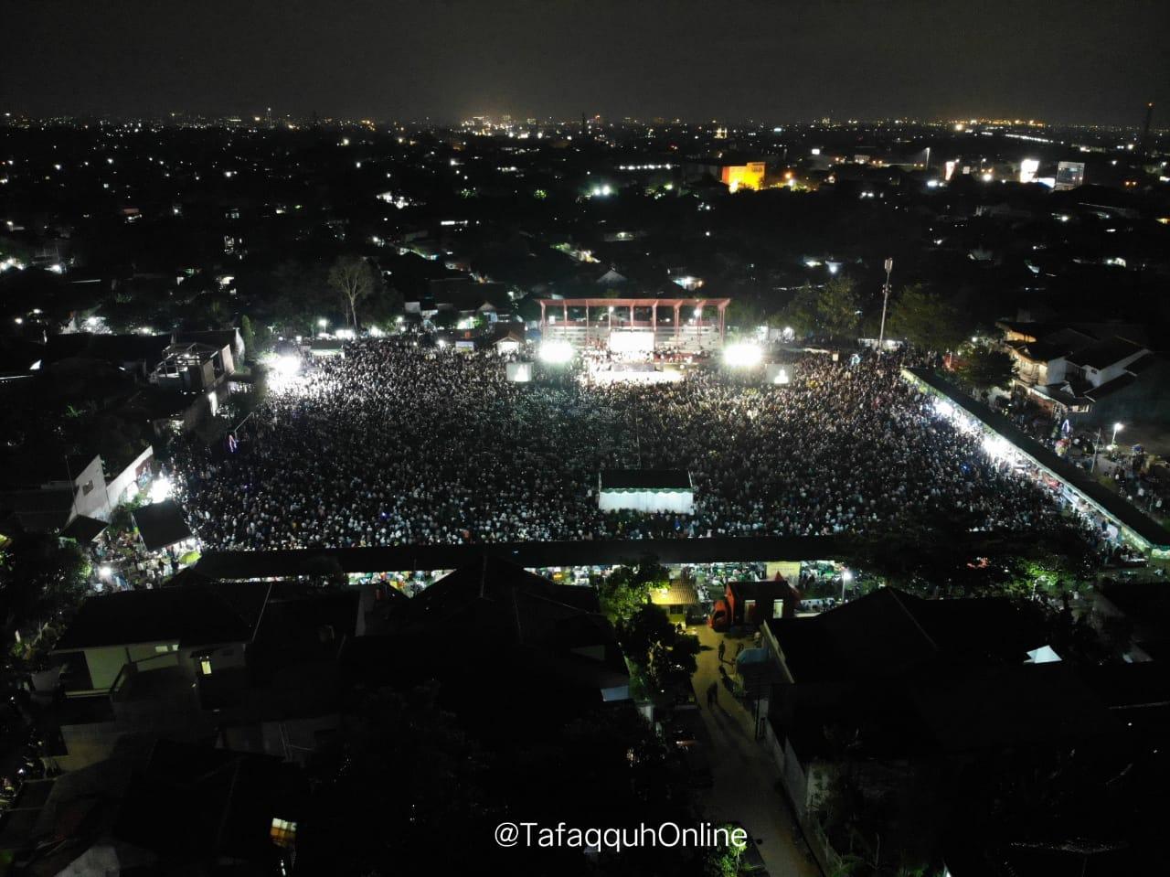 Allahu Akbar! Penampakan Tabligh Akbar Ustadz Somad di Semarang Bikin Merinding