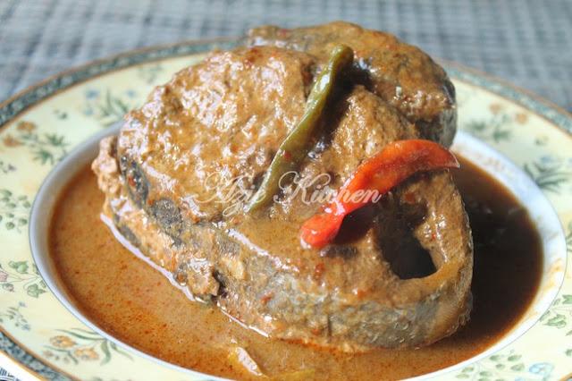 Gulai Tongkol Untuk Lauk Nasi Dagang Terengganu
