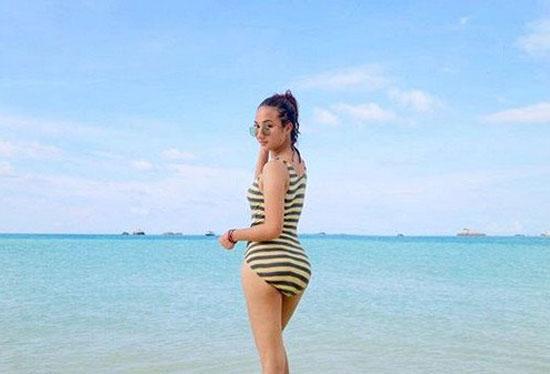 Foto Hot Seksi Naomi Zaskia, Kekasih Baru Sule