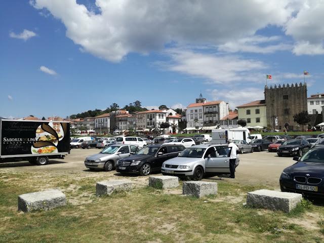 parque de estacionamento ao lado da praia fluvial de Ponte de Lima