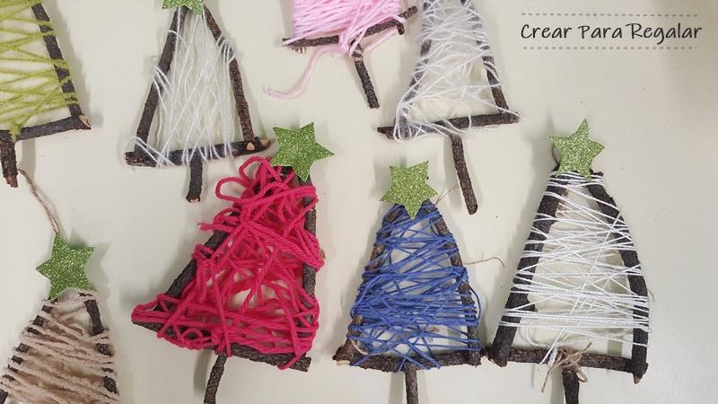 arbol de navidad con palos naturales