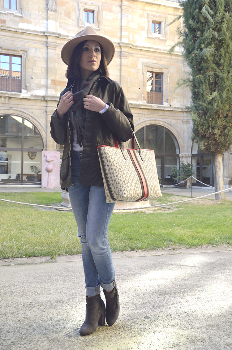 casual_look_jeans_barbour_carolina_herrera_bag_trends_gallery