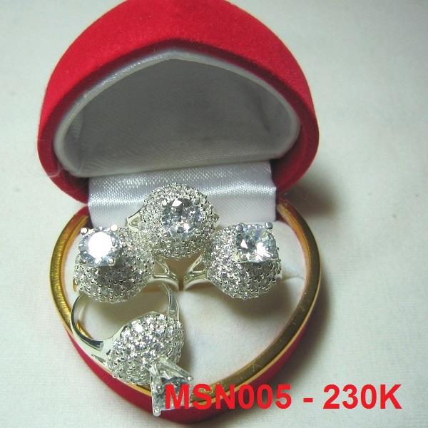 Nhẫn đính đá trắng cao cấp MS-N005 - Giá: 205,000 VNĐ - Liên hệ mua hàng: 0906 846366(Mr.Giang)