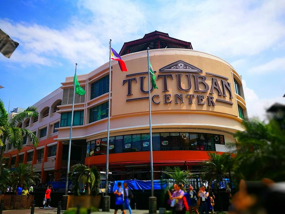 Its Christmas shopping time at Tutuban Center! 6c4d617b224a