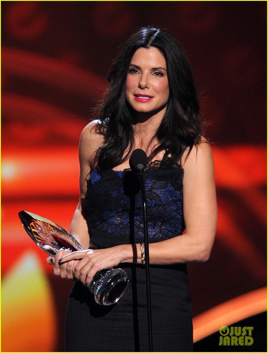 Celeb Diary Sandra Bullock  2013 Peoples Choice Awards