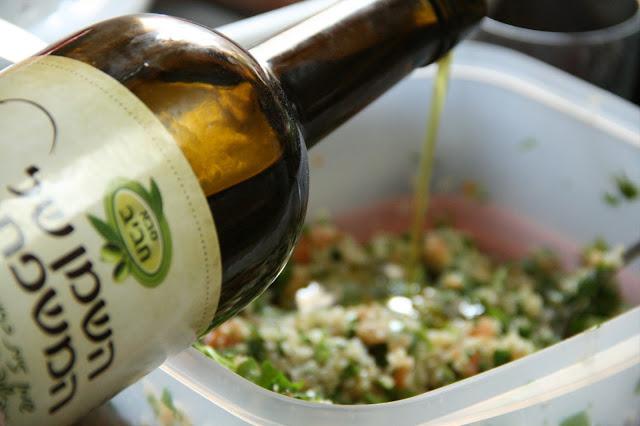 סלט טאבולה קינואה, שמן זית סבא חביב, צילום אורנה לבנה