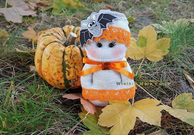 halloween, halloweenowe dekoracje, halloweenowe lalki, lalki ze skarpetek, skarpetkowe lalki, lalki ręcznie szyte, zabawki ze skarpetek, święto zmarłych, halloweenowe pomysły, dynie, jesienne dekoracje, miękkie lalki, lalki szmacianki, lalki ręcznie szyte, 1 listopada, zamek w Czersku, brelok do kluczy, lalka wampir, wampir, księżniczka, halloween, halloween decorations, halloween dolls, socks dolls, socks dolls, hand-sewn dolls, socks toys, deceased's feast, halloween ideas, pumpkins, autumn decorations, soft dolls, rag dolls, 1 November, castle in Czersk, keychain , vampire doll, vampire, princess,halloween, halloween decorações, halloween bonecas, meias bonecas, meias bonecas, mão-costurado bonecas, meias brinquedos, festa do falecido, halloween idéias, abóboras, decorações de outono, soft bonecas, bonecas de pano, 1 de novembro, castelo em Czersk, chaveiro vampiro boneca, vampiro, princesa, Halloween, decoraciones de halloween, muñecas de halloween, calcetines muñecas, muñecas de calcetines, muñecas cosidas a mano, juguetes de calcetines, banquete de difuntos, ideas de halloween, calabazas, decoraciones de otoño, muñecas suaves, muñecas de trapo, 1 de noviembre, castillo en Czersk, llavero muñeca vampiro vampiro princesa , Halloween, Halloween-Dekorationen, Halloween-Puppen, Sockenpuppen, Sockenpuppen, handgenähten Puppen, Socken, Verstorbenenfest, Halloween-Ideen, Kürbissen, Herbstdekorationen, weichen Puppen, Stoffpuppen, 1. November, Schloss in Czersk, Schlüsselanhänger , Vampirpuppe, Vampir, Prinzessin, Хэллоуин, украшения для Хэллоуина, куклы для Хэллоуина, куклы для носков, куклы для носков, куклы с ручным занавесом, игрушки для носков, праздник для покойного, идеи для Хэллоуина, тыквы, осенние украшения, мягкие куклы, тряпичные куклы, 1 ноября, замок в Черске, брелок для ключей , вампирская кукла, вампир, принцесса,