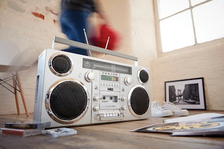 GPO Brooklyn Portable 1980s Retro Style Music System Boombox | Das Gadget des Tages