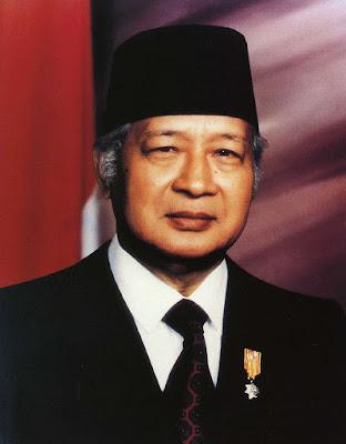 Soeharto presiden ke dua republik indonesia di juluki sebagai bapak pembangunan