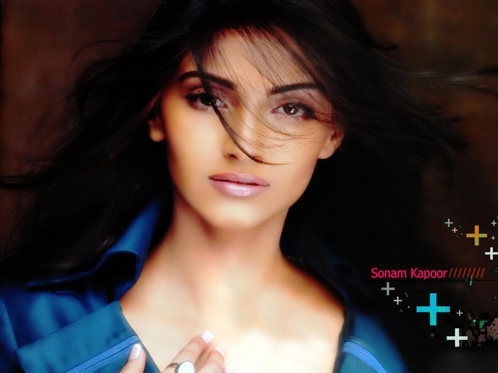 Fondos de pantalla de Sonam Kapoor Hot In Players Taste-6513