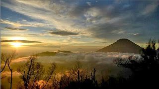 5 Tempat Wisata Menarik Di Wonosobo Bukit sikunir Dieng