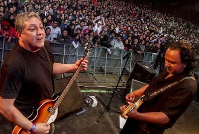 Foto de la banda Río en el escenario