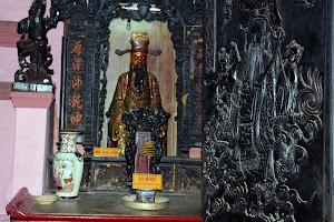 Wood carvings in the Jade Emperor Pagoda