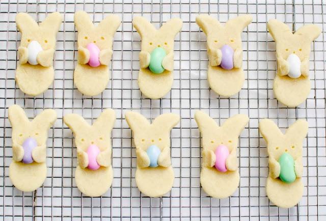"""Adorable Easter Bunny """"Hug"""" Cookies #dessert #cookies"""